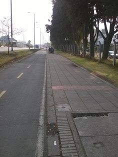 Localidad Antonio Nariño  Así trabaja Aguas de Bogotá.  Aguas de Bogotá SA ESP la empresa del posconflicto, adelanta en este momento operativos de limpieza en las ciclorrutas NQS, Sena NQS, calle 17 sur con carrera 24 hasta la avenida caracas. Carrera, Sidewalk, Caracas, Cleaning, Street, Sidewalks, Pavement, Walkways