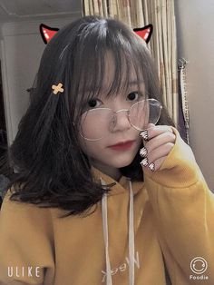 Lấy = Follow Cute Korean Girl, Asian Girl, Korean Short Hair, Uzzlang Girl, Thing 1, Girls With Glasses, Kawaii Girl, Tumblr Girls, Cute Girls