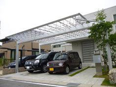 駐車場とアプローチか一体化 門柱にインターホンが途中にあるのもいいし雨に濡れないのがまたいい