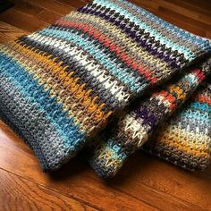 crochet afghan patterns spike stitch blanket - I love these colors. Looks like a cute old sweater.spike stitch blanket - no pattern at site but looks for crochet Crochet Afgans, Knit Or Crochet, Crochet Crafts, Crochet Projects, Free Crochet, Ravelry Crochet, Autumn Crochet, Crochet Granny, Diy Crafts