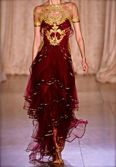 modern twist on a sari?  If i were going to an Indian wedding, i would LOVE to wear this.  and of COURSE it's by Marchesa ;-)