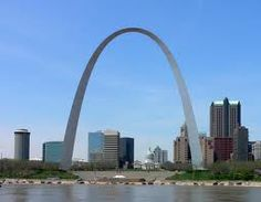 So you've just arrived in St. Louis, and you want to see the best the city has to offer in just three days? Check out the St. Louis Gateway Arch, Ted Drewes Frozen Custard, the Saint Louis Zoo and Soulard Farmer's Market. St Louis Gateway Arch, Saint Louis Arch, Saint Luis, Great Places, Places Ive Been, Beautiful Places, Beautiful Sites, Wonderful Places, Places To Travel
