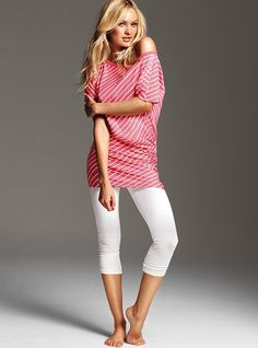 Have a pair of white leggings I never wear. Need inspiration for a causal, clean look. I think I can do better!