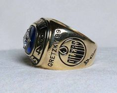 Wayne Gretzky Ice Hockey Players, Nhl Players, Stanley Cup Rings, Sports Trophies, Hockey World, Wayne Gretzky, Championship Rings, Edmonton Oilers
