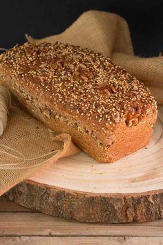 Cómo hacer pan en casa, receta de pan de molde integral con semillas. Deli Food, Food N, Food And Drink, Pan Integral Thermomix, Panini Bread, Cooking Bread, Mixed Nuts, Aesthetic Food, Sin Gluten