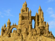 And this impeccable sandcastle that's straight out of a fairy tale. | 21 Magical Sand Sculptures To Inspire You This Summer
