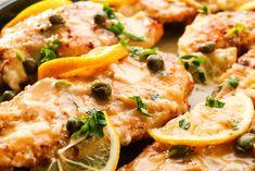 Il pollo all'aglio con capperi e limone è un secondo piatto saporito nella sua semplicità. Ecco come prepararlo