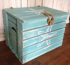 Starfish Crab Crate Side Table Treasure Chest Trunk by CastawaysHall Beach House Decor Made to Order - Please allow up to 10 days to produce Beach Cottage Style, Beach Cottage Decor, Coastal Decor, Shabby Chic Trunk, Crate Side Table, Side Tables, Deco Marine, Dream Beach Houses, Beach Room