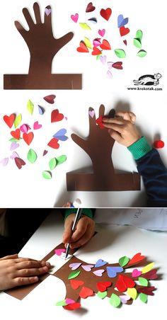 아이의 귀여운 손도장으로 만든 나무예요 >.< 아이랑 함께 놀 때 아주 잼날만한 미술놀이입니다  <준비물> 여러가지색의 색종이 직사각형의 갈색 색종이 큰거  가위, 색연필, 풀  <만드는 방법> 1. 갈색 색종이에 아이손을 올리고 윤곽을 따라 그려줍니다 2. 손목아래 부분으로 그림처럼 15cm정도 남겨서 그려주고, 가위로 윤곽선따라 자릅니다. a, b 부분을 가위로 잘라줍니다. 3. 색종이를 접어서 하트와 나뭇잎등이 나오게 오려줍니다 4. 아이와 함께 풀로 하트 등을 나무에 붙입니다 5. 메시지등을 써서 나무 밑단에 붙여줍니다 6. 아래 직사각형 부분을 빙돌려서 아까 홈을 낸 부분에 끼워줍니다. 쨔잔~~~~ 귀엽네요 +_+  아이랑 함께할 수 있는 미술놀이는 요기 컬렉션을 보시면 더 많아욤 >.< ㅎㅎ 엄마와 함께하는 재밌는 미술놀이 http://www.vingle.net/collections/167...