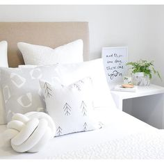 Bed loves | well styled pillows