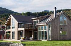 Un Acoperiș cu #tiglametalica Decra Stratos (pepperstone) fantastic de frumos, în Norvegia.  Detalii despre Decra Stratos pe www.decra.ro