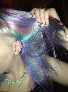 Grunge Look, Grunge Style, 90s Grunge, Cabelo Inspo, Pastel Rainbow Hair, Colourful Hair, Short Grunge Hair, Hair Streaks, Color Streaks