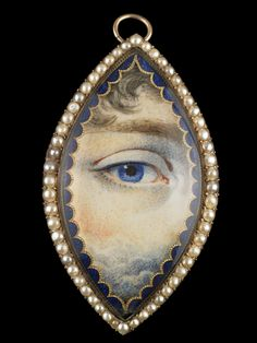 Gold navette-shaped brooch and pendant, ca. 1830. Collection of Dr. and Mrs. David Skier. #lookoflove #eyeminiatures #loverseye