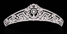 A TIARA BELLE EPOQUE DIAMOND Projetado como um corte Europeu de diamantes antiga banda guirlanda cônico com motivo geométrico e detalhes pinça (acompanhado por um encaixe tiara de diamantes adicional e faixa adicional), por volta de 1915, 16,0 cm.  Christie 2001 por TiffanyNE
