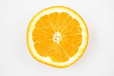 Sweet orange to quell anxiety: Need a lift? Try one of these research-backed essential oil remedies Orange Fruit, Orange Slices, Orange Oil, Anti Pickel Creme, Can Dogs Eat Oranges, Toddler Smoothies, Best Essential Oils, Pure Essential, Dog Eating