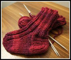 Nämä villasukat vauvalle tein ihan samalla ohjeella kuin millä olen tehnyt sukkia aikuisillekkin, mutta tottakai vähemmillä silmukoilla. Pie... Baby Booties Knitting Pattern, Baby Knitting Patterns, Knitting Socks, Crochet Baby, Knit Crochet, Baby Born, Boot Cuffs, Knitting Projects, Knitting Videos