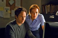 """La serie tv """"X-files"""" torna in onda dopo 13 anni con sei episodi. A darne l'annuncio è stata Fox, la rete su cui quest'estate gli"""