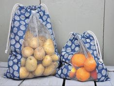 Vegetable or bread bags for shopping, against the plastic waste! Here is a free sewing tutorial with .- Vegetable or bread bags for shopping, against the plastic waste! Here is a free sewing tutorial with … Sewing Hacks, Sewing Tutorials, Sewing Patterns, Sewing Tips, Fabric Crafts, Sewing Crafts, Upcycled Crafts, Bread Bags, Diy Couture