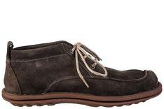 Gomes é uma bota em couro camurça estonada e solado super flexível. O detalhe da costura mais clara junto ao seu design traz uma pitada de modernidade ao modelo. Ideal para homens que gostam de viajar e de estar sempre seguros em suas caminhadas.