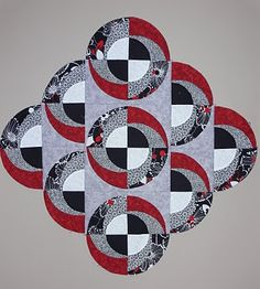 Awhile back The Maple Leaf Quilters in British Columbia hosted a workshop on my Fruit Smoothie pattern. The Maple Leaf Quilters are a tea. Circle Quilt Patterns, Circle Quilts, Quilt Blocks, Cute Quilts, Mini Quilts, Drunkards Path Quilt, Quilt Modernen, Black And White Quilts, Animal Quilts