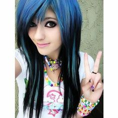Emo-Hairstyles-For-Girls-With-Long-Blue-Hair.jpg (300×300)