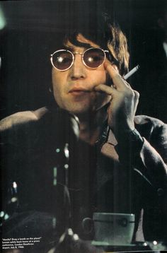 Image uploaded by gio. Find images and videos about beatles and john lennon on We Heart It - the app to get lost in what you love. The Beatles, Beatles Band, Beatles Photos, John Lennon Beatles, Imagine John Lennon, Yoko Ono, George Harrison, Rock Bands, John Lenon
