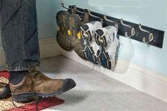 شاشة العرب - لماذا يمنع العلماء الدخول بالأحذية داخل المنزل