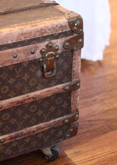 I really want a vintage Louis Vuitton side table in my house someday. Louis Vuitton Trunk, Louis Vuitton Luggage, Vuitton Bag, Vintage Louis Vuitton, Vintage Trunks, Vintage Suitcases, Vintage Luggage, Lv Luggage, Steamer Trunk