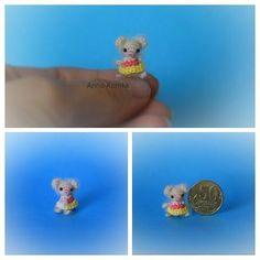 """Как я люблю волшебное слово """"отпуск"""". В этот период появляются всякие """"бредовые"""" идеи. Вот такая микробная малышка-мышка связалась. Рост около1,5см. Голова подвижна. #миниатюра #амигуруми #минимышка #микробик #вяжутнетолькобабушки #творчество #творчествобезграниц #идеи #miniatures #amigurumi #minimouse #hobby #fabbyfeed #weagurumi #handcraft"""