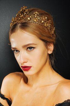 Dolce & Gabbana Fall 2013 Ready-to-Wear Beauty Photos - Vogue