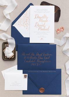 WARNA tembaga pada tulisan kaligrafi kartu undangan dapat berpadu indah dengan warna biru navy yang elegan. Kedua perpaduan itu menghasilkan desain undangan yang klasik namun tetap modern. Detail undangan seperti amplop berhiaskan tulisan kaligrafi berwarna tembaga, plus stempel cap, memberikan kesan yang eksklusif pada pesta pernikahan. Undangan bergaya kaligrafi sangat cocok untuk pernikahan yang formal, …