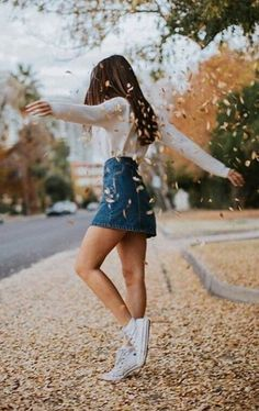 25 Fall Outfits with Skirts to Inspire Your Fall Look - Fotografie - Mode Autumn Look, Fall Looks, Autumn Fall, Autumn Ideas, Autumn Leaves, Autumn Photography, Girl Photography, Pinterest Photography, Creative Photography