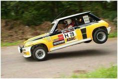 Un stoppie en Renault 5 Turbo !? :-)))
