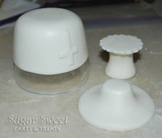 Sugar Sweet Cakes and Treats: Communion Cake with Rosary and Chalice First Holy Communion Cake, Communion Cups, Fondant Cake Toppers, Fondant Figures, Comunion Cakes, Confirmation Cakes, Making Fondant, Foundant, White Chocolate Mousse