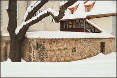 Erfurt im Winter am Juri - Gagarin - Ring analog mit kleiner Leica aufgenommen. Juri Gagarin, Winter, Rings, Instagram, Erfurt, Too Nice, Culture, Lawn And Garden, Winter Time