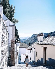 I'm in love with places I've never been & people I've never met Some sort of magic in the air in #granada & I can't wait to share more of my @airtransat adventure in #andalucia soon! What was the last place you really connected with? #experiencetransat . . . #destinationearth #mytinyatlas #huffpostgram #visualsoflife #beautifuldestinations #adventuremore #passionpassport #visualsofearth #exploretocreate #visualscollective #girlsmeetglobe #darlingescapes #femmetravel #ourplanetdaily #art