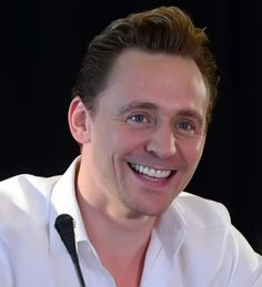 Tom Hiddleston attends a press conference for the Vietnam location filming of 'Kong Skull Island' in Hanoi on February 21, 2016. Source: http://www.weibo.com/1846858632/DiRT2imE5?from=page_1005051846858632_profile&wvr=6&mod=weibotime&type=comment#_rnd1456083018025 Full size image: http://ww3.sinaimg.cn/large/6e14d388gw1f16yband7jj20ic0c8jsb.jpg