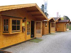 Gartenhäuser, Pavillons, Carports und mehr können bei einem Rundgang besichtigt werden. Carports, Garage Doors, Shed, Outdoor Structures, Outdoor Decor, Home Decor, Sofa Set, Pavilion, House