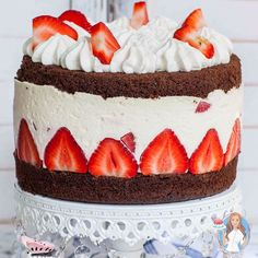 [ Decadent Chocolate Strawberry Cake made with no-bake cheesecake filling, chocolate sponge cake and loads of fresh berries! Great for any occasion! No Bake Cheesecake Filling, Cheesecake Desserts, Oreo Dessert, Chocolate Cheesecake, No Bake Desserts, Dessert Recipes, Cheesecake Decoration, Cheesecake Bites, Pumpkin Cheesecake