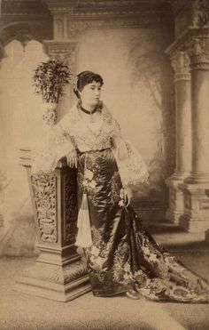 Philippines People, Miss Philippines, Philippines Fashion, Pictures To Paint, Old Pictures, Filipiniana Dress, Filipino Fashion, Philippine Women, Filipino Culture