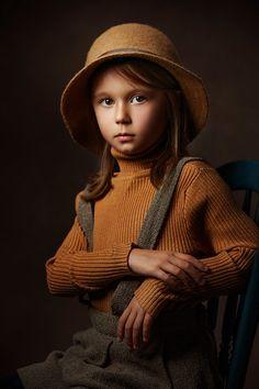 Studio Portrait Photography, Portrait Poses, Studio Portraits, Children Photography, Fine Art Photography, Girl Portraits, Photography Ideas, Portrait Art, Rembrandt Portrait