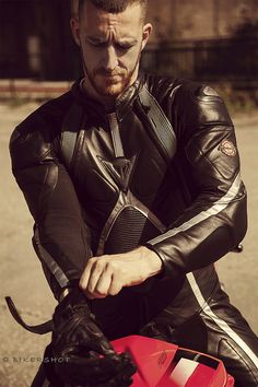 Gay Leather Biker from Belgium: Photo Motorcycle Wear, Motorcycle Leather, Biker Leather, Leather Men, Leather Jacket, Motorbike Leathers, Biker Gear, Leather Fashion, Sexy Men