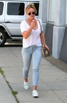 Hilary Duff in FRAME Le Skinny de Jeanne in Redchurch Street