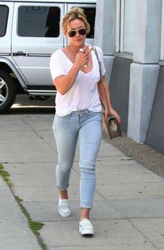 Hilary Duff in FRAME Le Skinny de Jeanne in Redchurch Street