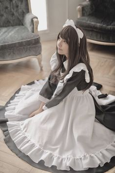 Such a sweet look on her face. Maid Cosplay, Cute Cosplay, Cosplay Dress, Cosplay Outfits, Cosplay Girls, Victorian Maid, Anime Maid, Maid Outfit, Instagram Girls