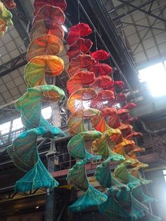 Huge knitted sculptures - they do not actually talk about them or give credit… Textile Sculpture, Textile Fiber Art, Soft Sculpture, Knit Art, Crochet Art, Creative Textiles, Yarn Bombing, Freeform Crochet, Wire Art