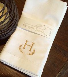 Leaf Monogrammed Embroidered Cloth Napkins / Set of 4 / monogrammed napkins, wedding gift, table linens, custom napkins, cotton napkins