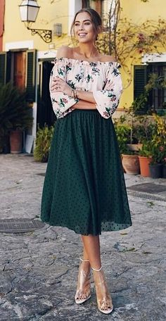 how to wear a polka dotts midi skirt : floral blouse and heels