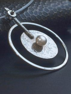 This is a large Pendant crafted on fine Silver beautifully balanced with a genuine cultured Pearl in the center. Ideal bridal necklace. Available on Diapiro' eshop Price 126 euros and free experss shipping. #silver_necklace #silver_jewelry _bridal_necklace #wedding_jewelry #women's_style #women's_fashion #silver_pendant #statement_necklace #geometric_pendant #Pearl #woman's_accesories