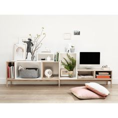 We offer a range of revolutionary Muuto stacked shelving solutions in a variety of in colours, shapes and sizes to fit any contemporary interior setting. Get the most out of your space with our Muuto stacked clips. Filigranes Design, Tv Unit Design, Deco Design, Interior Design, Design Shop, Design Ideas, Form Design, Design System, Nordic Design